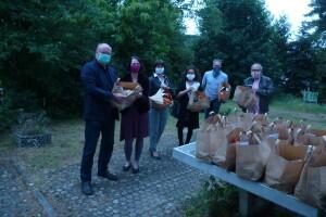 Übergabe Obst Gemüse Rotary